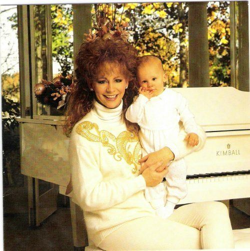 Pin by doris warren on reba mcentire pinterest fans for Who is reba mcentire married to now
