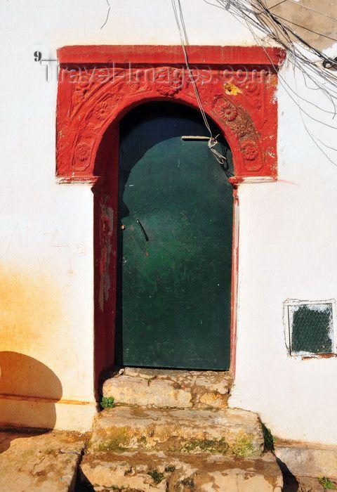 algeria481: Algiers / Alger - Algeria / Algérie: moorish door - green and red - Kasbah of Algiers - UNESCO World Heritage Site | porte mauresque - vert et rouge - Casbah d'Alger - Patrimoine mondial de l'UNESCO - photo by M.Torres - (c) Travel-Images.com - Stock Photography agency - Image Bank