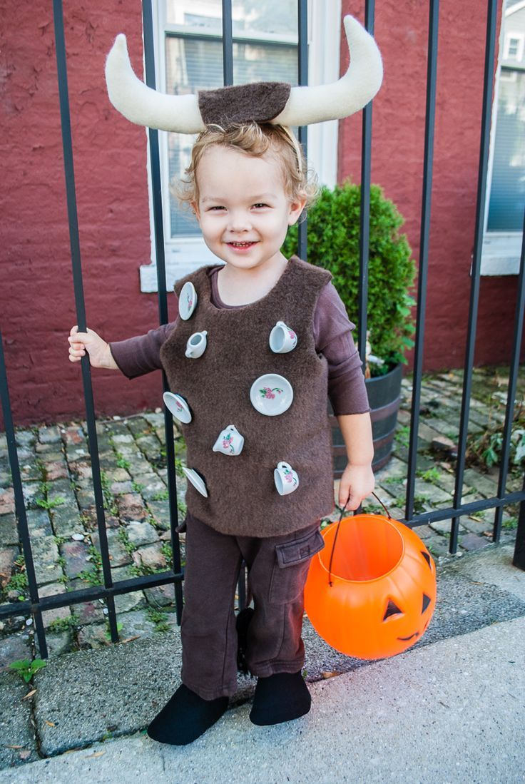 'Bull In A China Shop' easy DIY Halloween costume. What a cute and clever DIY Halloween costume for toddlers and kids!