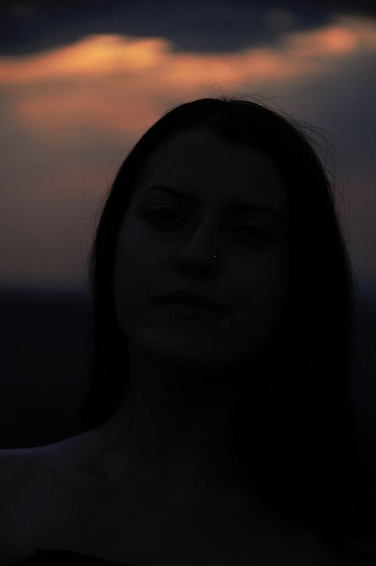 Vag … a te mişca fără să respiri, a te încolăci cu celălalt ca doi nori, a face dragoste cu o pasiune nebună, a plânge fără lacrimi, a scoate sunete din priviri, a simţi fără să atingi, a suferi fără durere, a scrie sub influenţă, a …