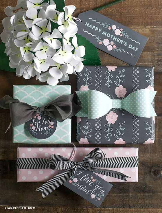 Free printable Mother's Day Gift Tags and Gift Wrap