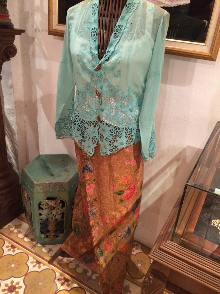 Nonya kebaya outfit at Peranakan mansion