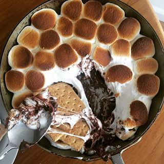 And for those times? There is S'MORES DIP. | This S'mores Dip Is Downright Brilliant