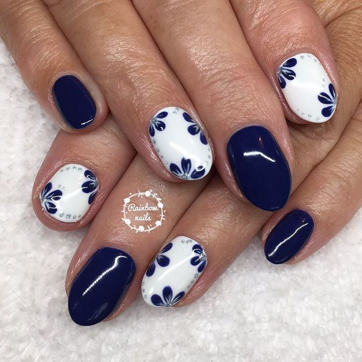 Mother of the bride nails #gelish #nailharmonyuk #showscratch #nails #naturalnails #gelpolish #gelnails #nailtech #rainbownails #rainbownailsbysophie #nailsalon #homesalon #plymouthnails #plymouth #nailart #freehandnailart #handpainted #handpaintednailart #nailstamping #nailsoftheday #nailartist #instanails #nailsofinstagram #glitternails @scratchmagazine #weddingnails #flowernails #navynails #motherofthebride