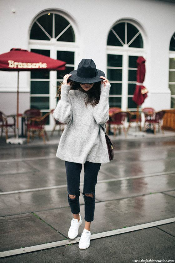 HM trend grey mohair oversized sweater Asos ripped knee mom jeans Stan Smith sneakers effortless winter outfit 1