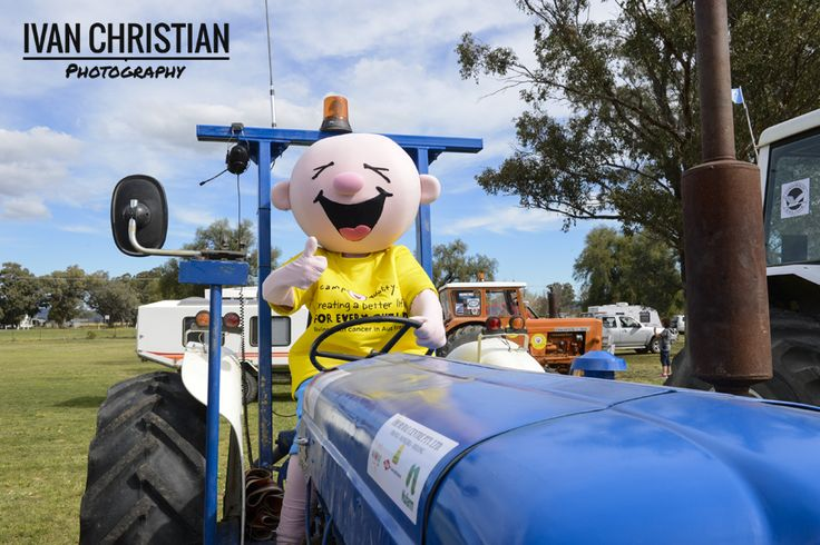 2014 Tractor Trek - Giggles on a tractor - Ivan Christian Photography http://ivanchristianphotography.com/