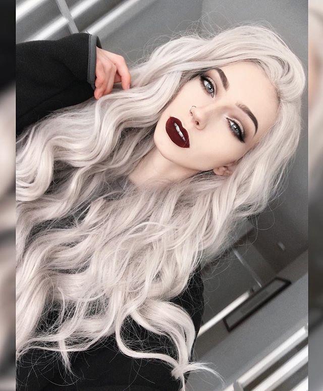 Девушки с светло серыми волосами