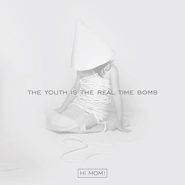 """#ORE_MusicSection _ Setelah berkecimpung selama 9 tahun di belantika musik Surabaya, akhirnya Hi Mom! merilis album penuh pertamanya. Album ini merupakan penantian panjang dari band ini setelah menelurkan 3 EP dan beberapa single secara online yang belum bisa secara sah dirasakan oleh personil Hi Mom! sebagai sebuah pembuktian karya yang bisa dibanggakan. Mengambil tajuk """"The Youth is The Real Time Bomb"""". This is their first album. Enjoy! __ Sekarang album @himomtheband - The Youth is The…"""