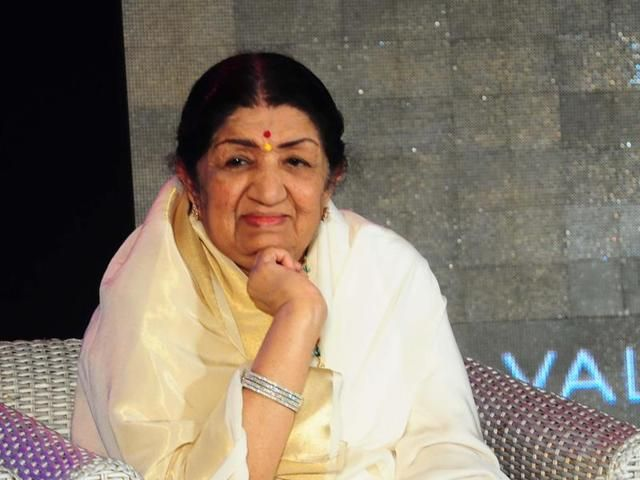 What Asha can do before the mike I can never do Lata Mangeshkar - Hindustan…