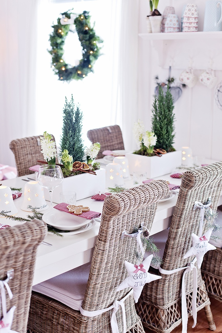 Pink christmas table decorations - Find This Pin And More On Christmas Table Settings Flowers