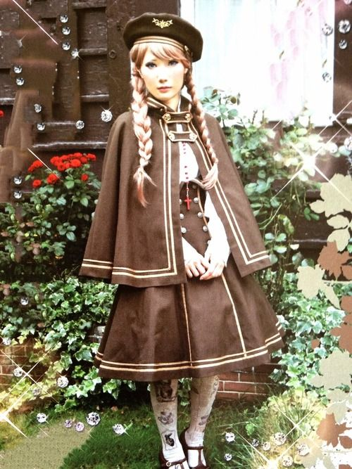 I love this outfit so much. The beret and the cloak are two of my favorite pieces from this co-ord. The braids are a nice hairstyle to go with this cute Classic/Military Lolita outfit.