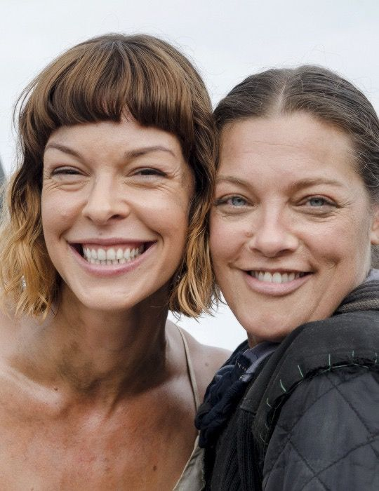 Pollyanna McIntosh and Sabrina Gennarino behind the scenes of The Walking Dead Season 8 Episode 10 | The Lost and the Plunderers