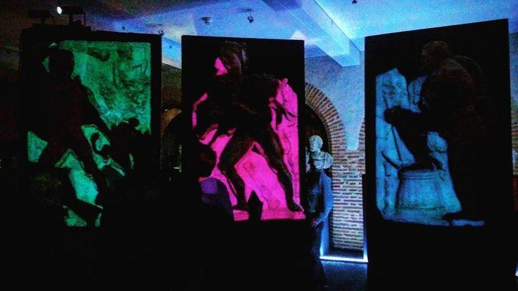 Retour sur ...@lanuitdesmusees #NDM16 à #Toulouse !  @MSR_Tlse illuminé par #CulturesEnMouvement : les 12 travaux d'#Hercule de #Chiragan tels des gemmes brillant dans le noir  #MSR_Tlse #MSR_Toulouse #musée #SaintRaymond #muséeSaintRaymond #antiques #Antiquité #ByToulouse #visitezToulouse #igerstoulouse #tourismemidipy #NuitdesMusées #NuitdesMusées16 #museum #nightatmuseum #latergram