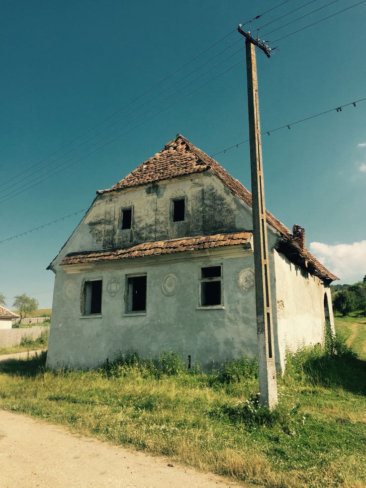 Deserted Saxon house in Roadeș village
