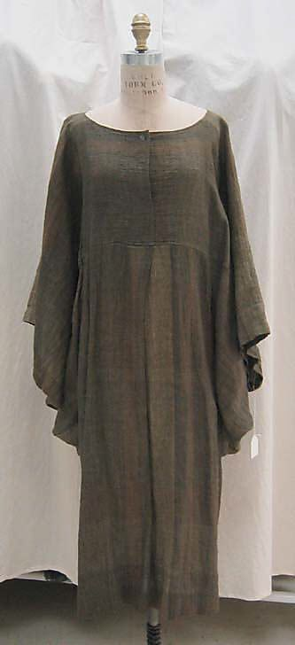 Dress Issey Miyake  (Japanese, born 1938) Design House: Miyake Design Studio (Japanese) Date: ca. 1984 Culture: Japanese Medium: linen, plastic Dimensions: Length at CB: 41 in. (104.1 cm) Credit Line: Gift of Muriel Kallis Newman, 2005 Accession Number: 2005.130.24