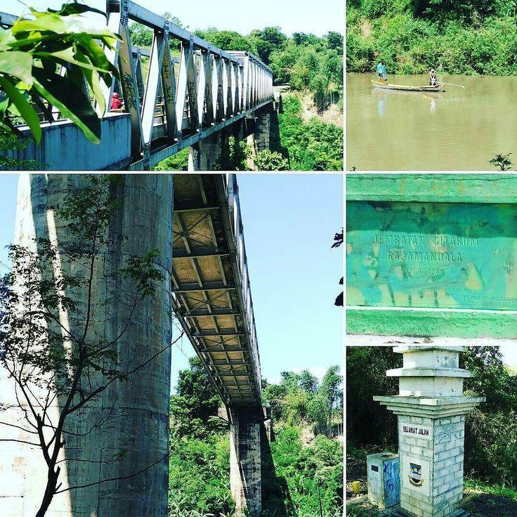 @Regrann from @sejarahbandung -  Jembatan Citarum di jalur lama jalan Raya Pos. Jembatan baru dibangun tahun 1986/1987 menggantikan jembatan lama yg dibangun pada masa bupati RAA Martanegara.  Jalan ini merupakan potongan jalan Raya Pos yang menghubungkan Cianjur dan Bandung. Sebelum dibuatkan jembatan transportasi harus menggunakan perahu.  #Bandung #cianjur #Citarum #SejarahBandung - #regrann  #nostalgiabandung
