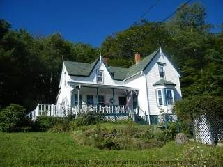 This seaside charmer nestles amid 5 lush acres overlooking the Digby Gutwith the highest tides in the world! The vista is a constantly changing one, with abundant marine life, fishing vessels