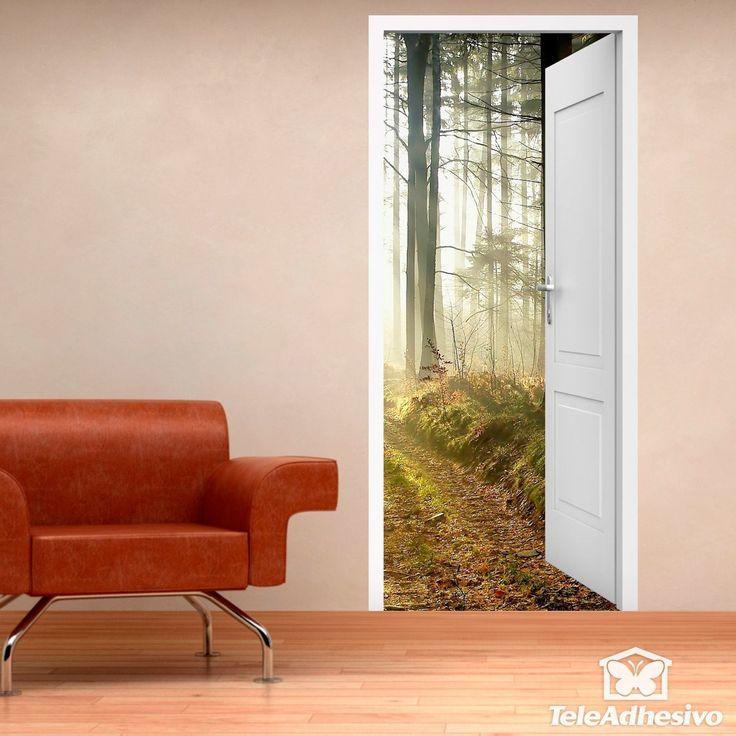 Vinilo decorativo de puerta abierta a un bosque