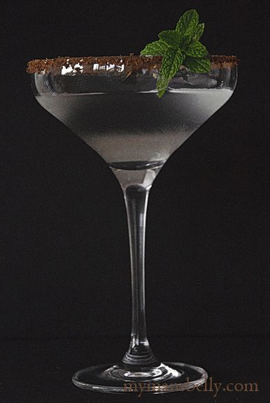 Holiday Cocktails: Chocolate Peppermint Martini Recipe 2 Ounces Vodka 1/2 Ounce Creme de Cocoa Peppermint Extract