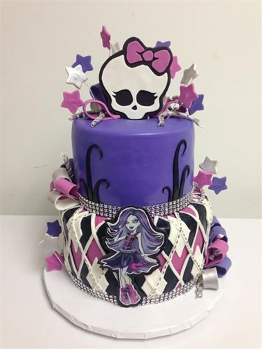 Jaymie would love this!!!!!                    Monster High Cake