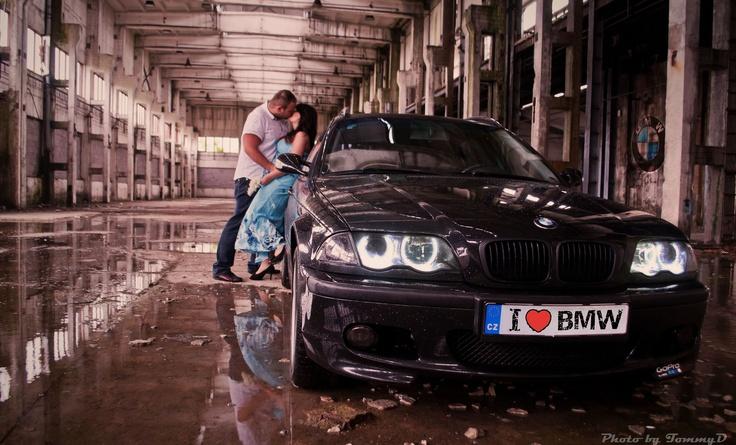 I když májové počasí je ve znamení deště, stejně jsme se vypravily na výlet a kde jinde se schovat před bouří než ve starém skladu aby byla celá rodinka v suchu :) i naše milované BMW :)