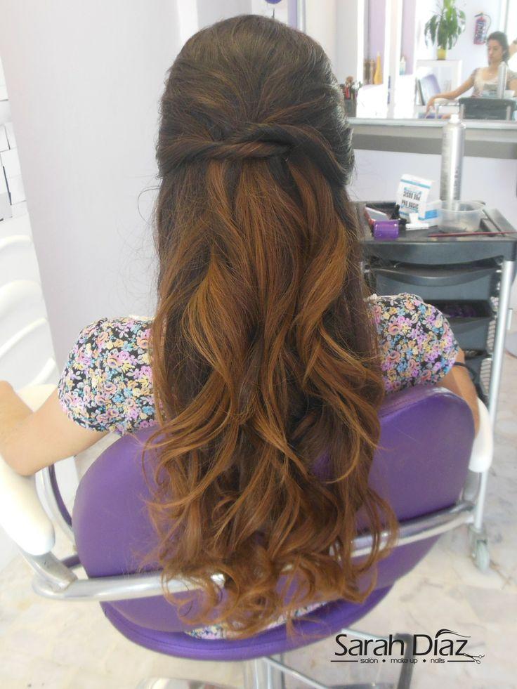 peinados semirecogidos son ideales para todas las chicas, dan un toque de coquetería juvenil a cualquier estilo y siempre se ven perfectos.