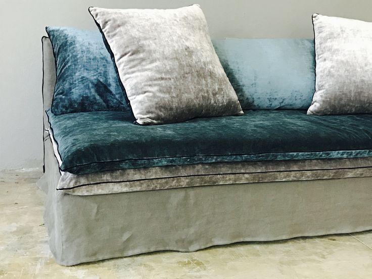 1000 id es propos de canap en velours bleu sur pinterest velours bleu canap en velours. Black Bedroom Furniture Sets. Home Design Ideas