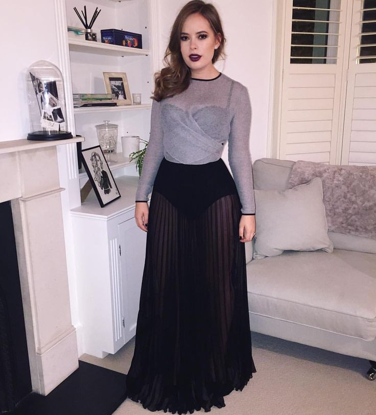 """Tanya Burr on Instagram: """"Red carpet ready for the British Fashion Awards ☃"""""""