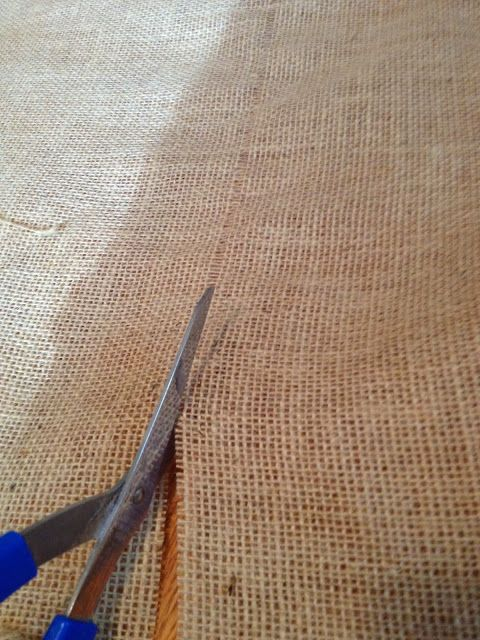 how to cut burlap straight and without fraying, crafts, Cut exactly in the line where the burlap strand was removed