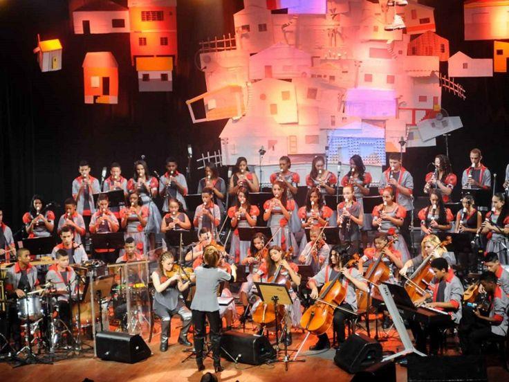 """Para encerrar o ano em grande estilo, a Orquestra Villa-Lobos executa o concerto """"Redescobrir"""", no Teatro do Bourbon Country Shopping, nesta quinta-feira, dia 11, a partir das 20h."""