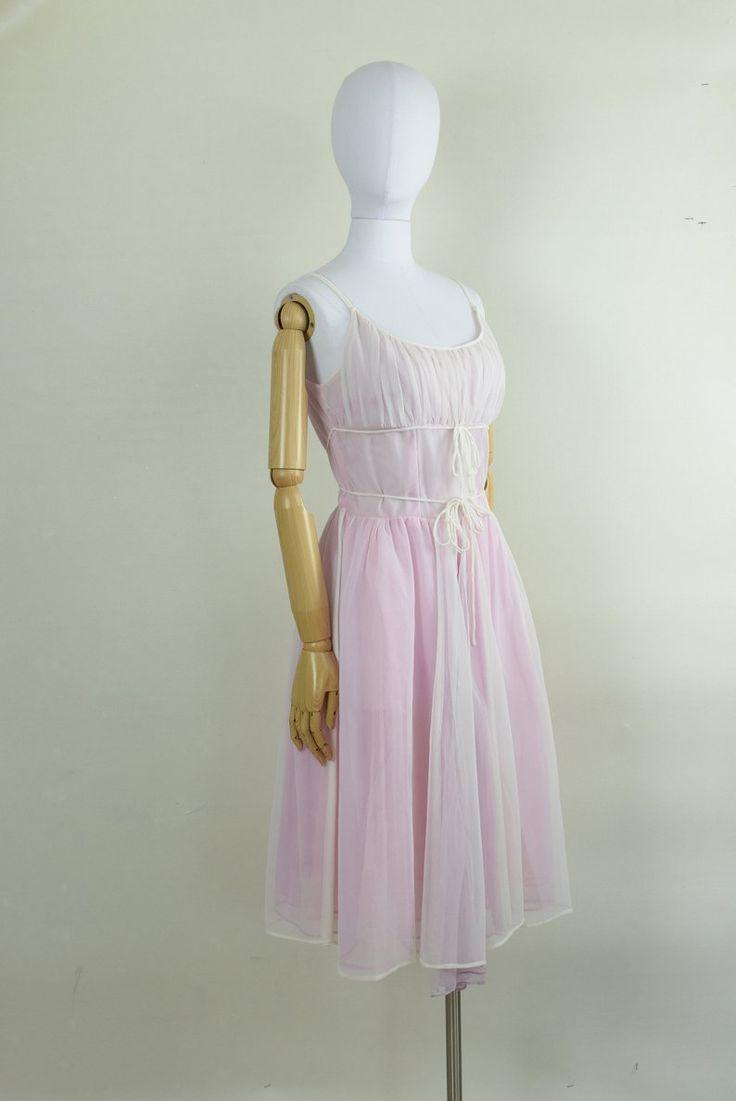 boudoir 1960s tie front nightgown / negligée beautiful