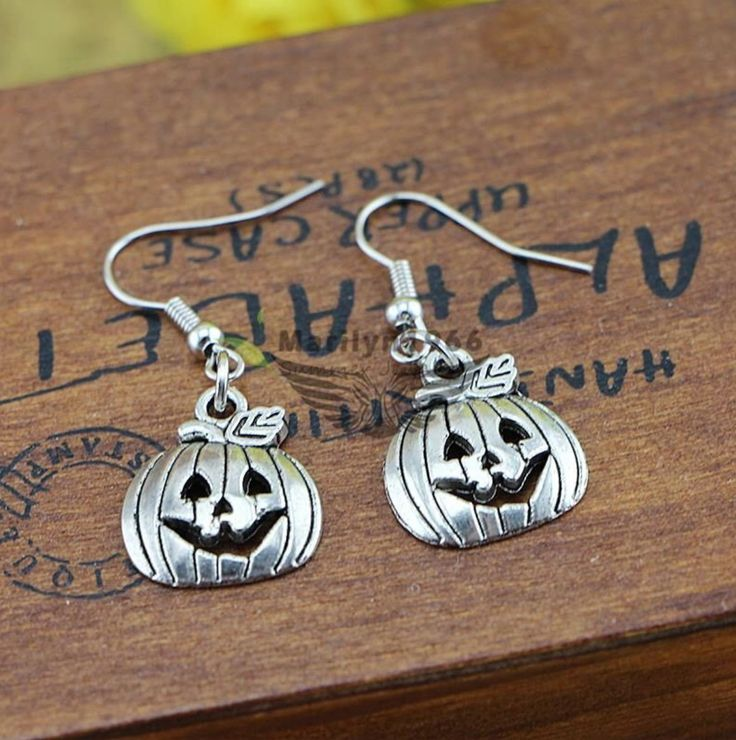 Awesome silver #pumpkin earrings for #Halloween, just £4.99! http://www.ebay.co.uk/itm/FREE-GIFT-BAG-Silver-Plated-Halloween-Pumpkin-Drop-Dangle-Earrings-Jewellery-/152128105204