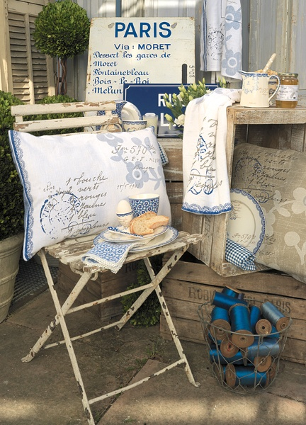 ParisParis Decor, Chairs, Blue, Shabby Chic, Colors, Crafts Room, French Country, Pillows, Paris Style