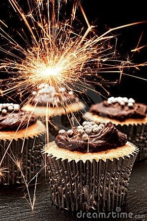 CELEBRATE NEW YEAR'S EVE OR ANYTIME WITH THESE GORGEOUS CUPCAKES..BELLA DONNA