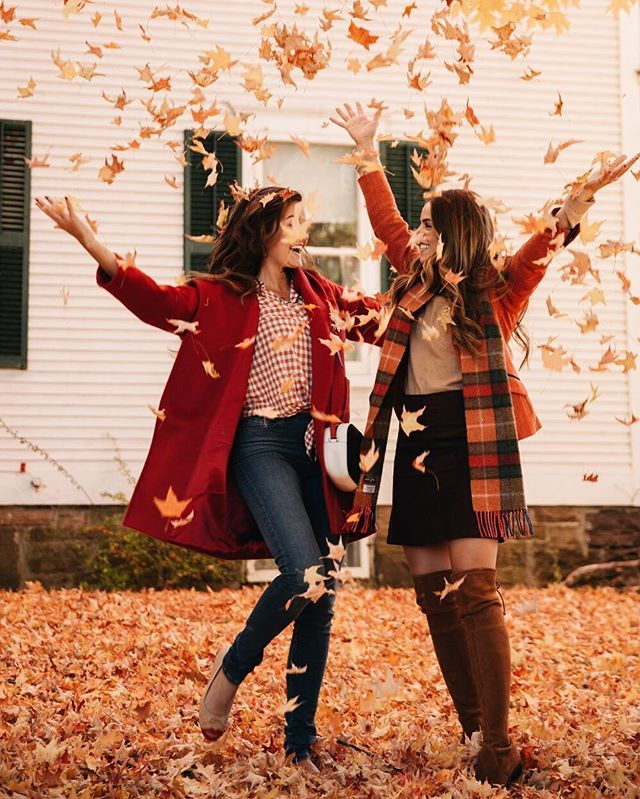 If you leaf me now you take away the biggest part of me... OoOoooo oh baby please don't go!  {More Careokee on snapchat, outfit links in bio!} #Autumn #Fall #Vermont @juliahengel