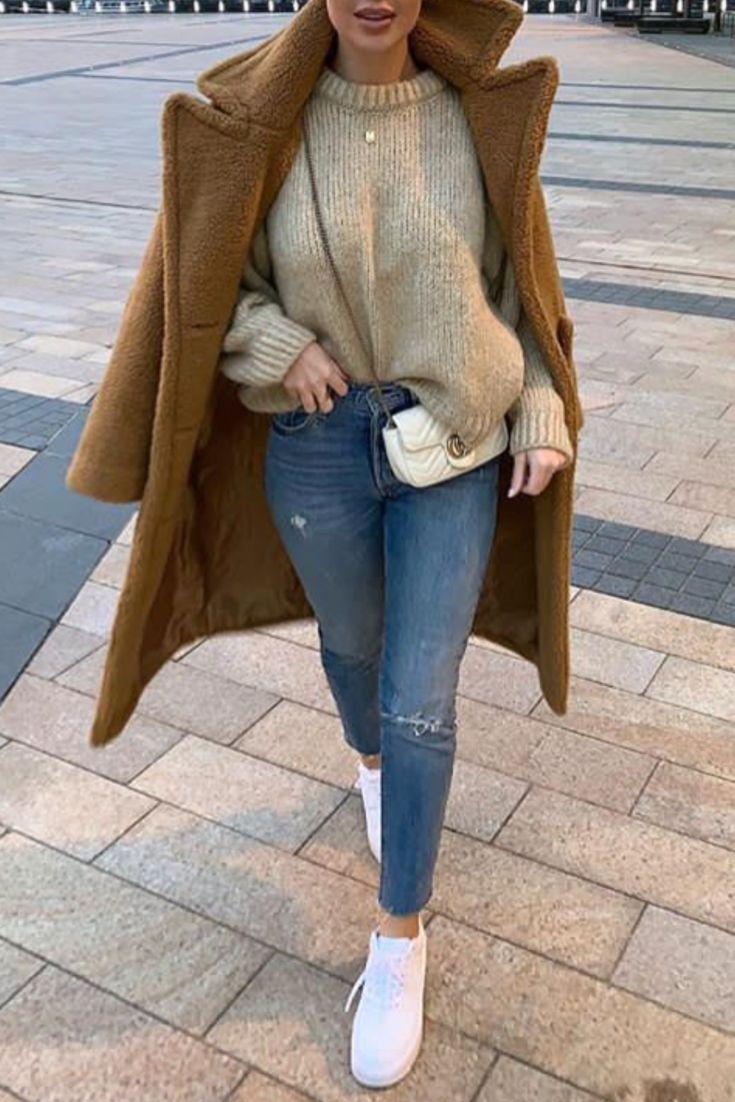 599757fe8bc Mode femme tendance automne hiver avec un long manteau camel en peluche tout  doux