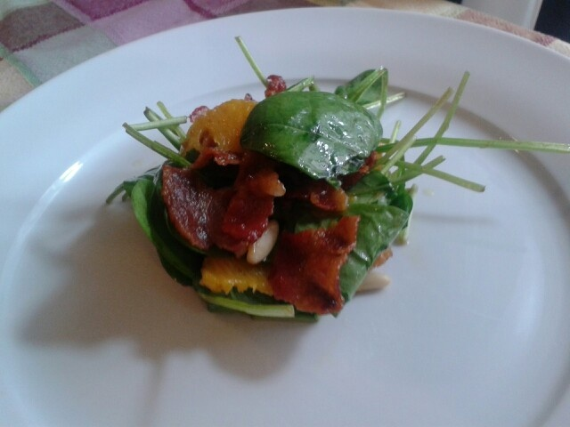 Spinach salad orange and becon