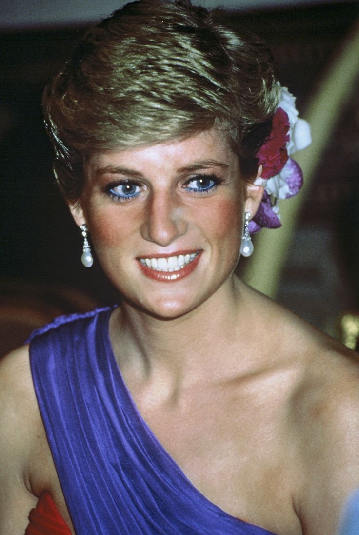 Diana looked beautiful while attending a dinner in Bangkok, Thailand, in February 1988.