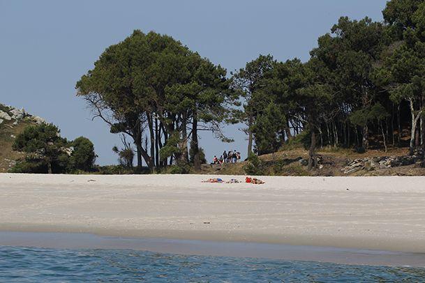 Playa de Rodas, donde recalan la mayoría de los visitantes de las Cíes. http://www.vivirgaliciaturismo.com/senderismo-en-islas-cies/