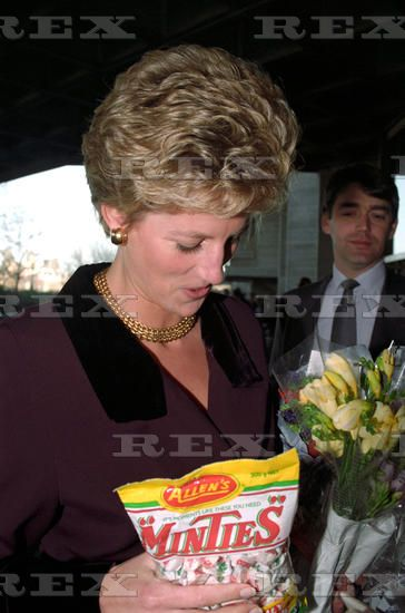 09 December 1993 Princess Diana at the National Theatre, London