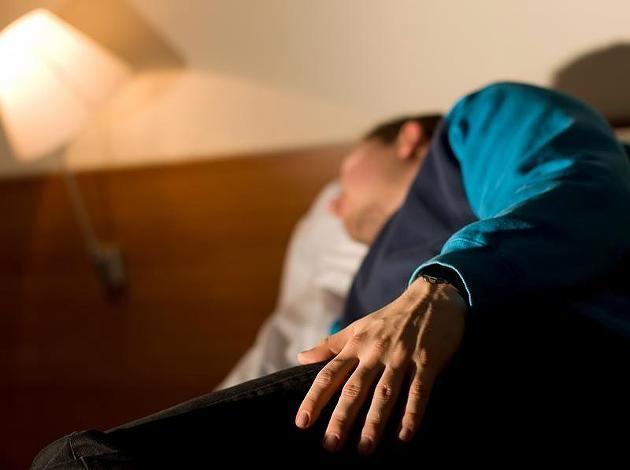 Narkolepsie-Patient im Schlaflabor: Bei der Schlafkrankheit ist die Steuerung von schlafen und wachen gestört.