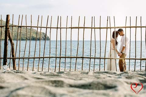 A prenuptial photo shoot by the beach is always a good idea. | From Carla and Buddy's prenuptial photo shoot, as featured on www.bridalbook.ph
