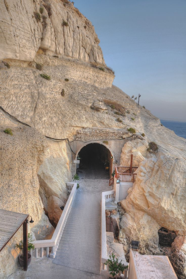 how to get to rosh hanikra from haifa