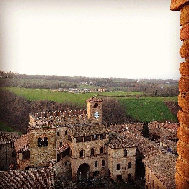 @Elisa Mazzini La piazza di CastellArquato dalla cima della Rocca Viscontea | InstaTER #myER_dolcevita @ Castell'Arquato