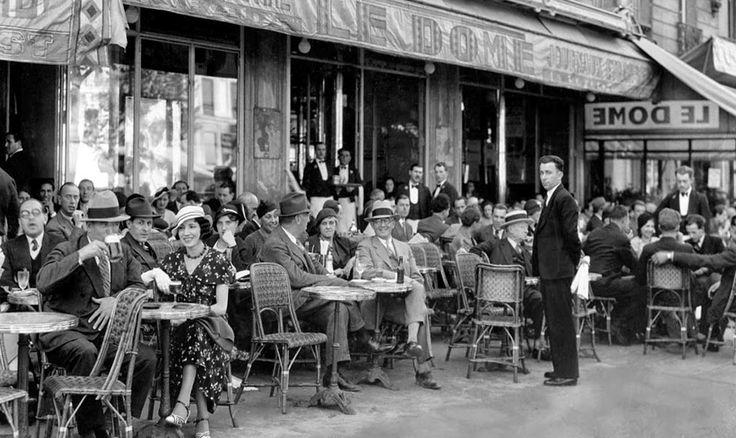 París era una fiesta. París no se acaba nunca y el recuerdo de cada persona que ha vivido allí es distinto del de cualquier otra. Siempre hemos vuelto, estuviéramos donde estuviéramos, y sin importarnos lo trabajoso o lo fácil que fuera llegar allí. París siempre valía la pena y uno recibía siempre algo a trueque de lo que allí dejaba.»...(sigue)