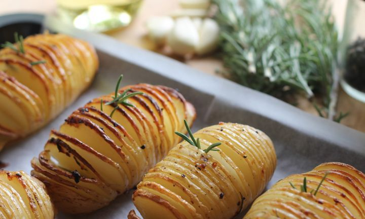 Hasselback potatoes - Kidspot
