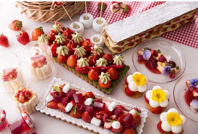 VOGUE lifestyle | news | ヒルトン東京が毎年恒例のストロベリーデザートフェア「ストロベリー・ピクニック」をスタート!