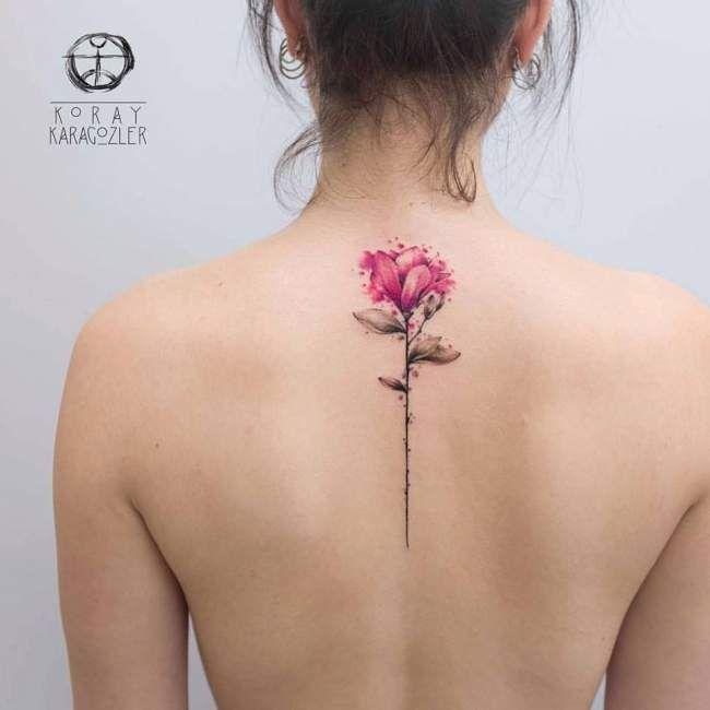 Tatouage femme Fleur Aquarelle sur Dos