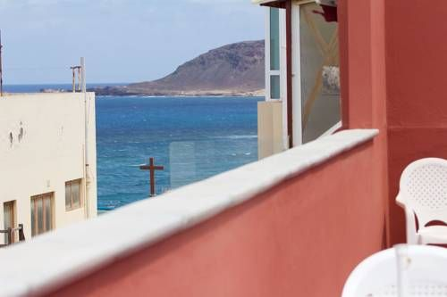 Rosamar 406 Las Palmas de Gran Canaria Rosamar 406 offers accommodation in Las Palmas de Gran Canaria, 200 metres from Parque de Santa Catalina. The property features views of the city and is 45 km from Kasbah Shopping Centre. Free WiFi is offered .  The kitchen comes with an oven.