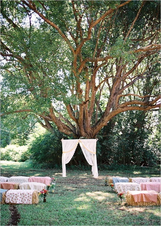 Unique wedding altar  Keywords: #weddingaltars #jevelweddingplanning Follow Us: www.jevelweddingplanning.com  www.facebook.com/jevelweddingplanning/